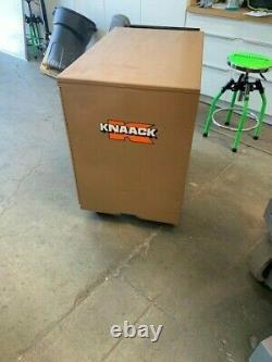 Knaack Model 44